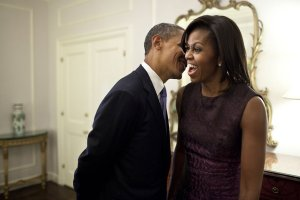 barack-whispers-something-to-michelle-during-a-break-between-events-at-the-2011-un-general-assembly