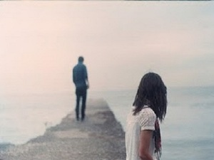 alone-couple-girl-lake-love-sad-Favim.com-492101