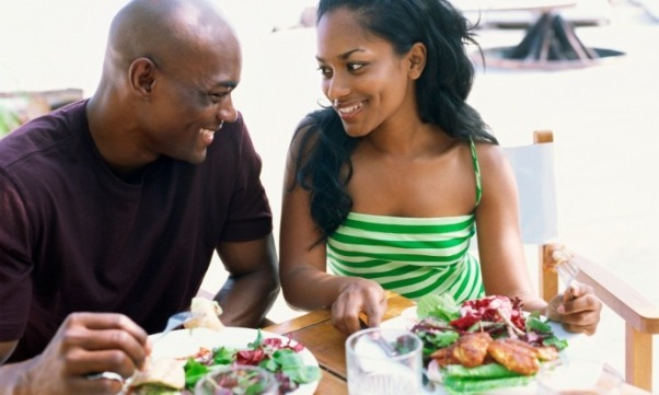 black-couple-eating-salad12